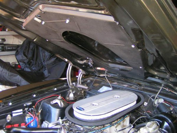 Photo of '70-71 Torino GT Ram Air Plenum Installed